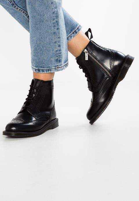 4393c770843 Dr. Martens DELPHINE 8 EYE BROGUE POLISHED SMOOTH - Lace-up boots - black  for £134.99 (27 11 17) with free delivery at Zalando