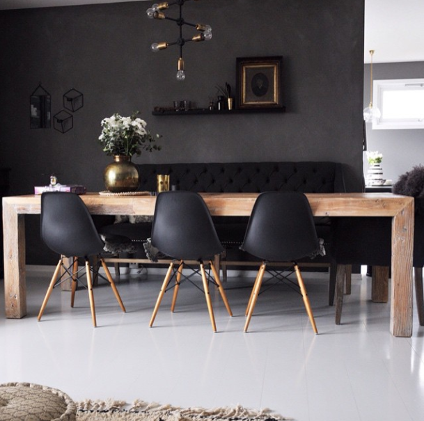 Photo of table bois chaise eames