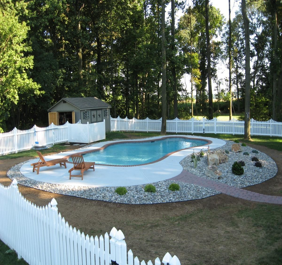 Low maintenance decorative pool design landscaping for Simple inground pool designs