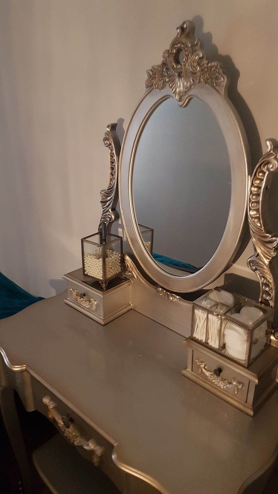 Pin by Pip Lloyd on Small teenage bedroom   Small teenage ... on Mirrors For Teenage Bedroom  id=36556