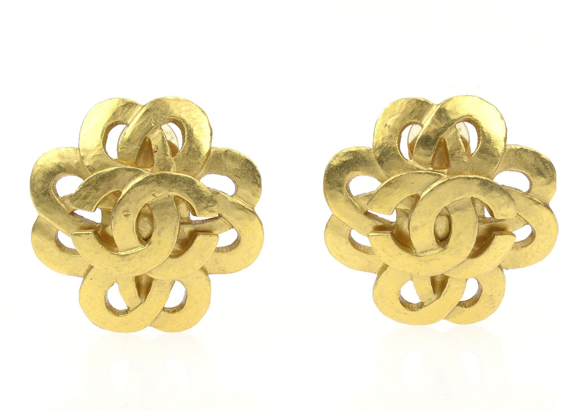 Chanel Gold CC Logo Floral Earrings Gold logo, Floral