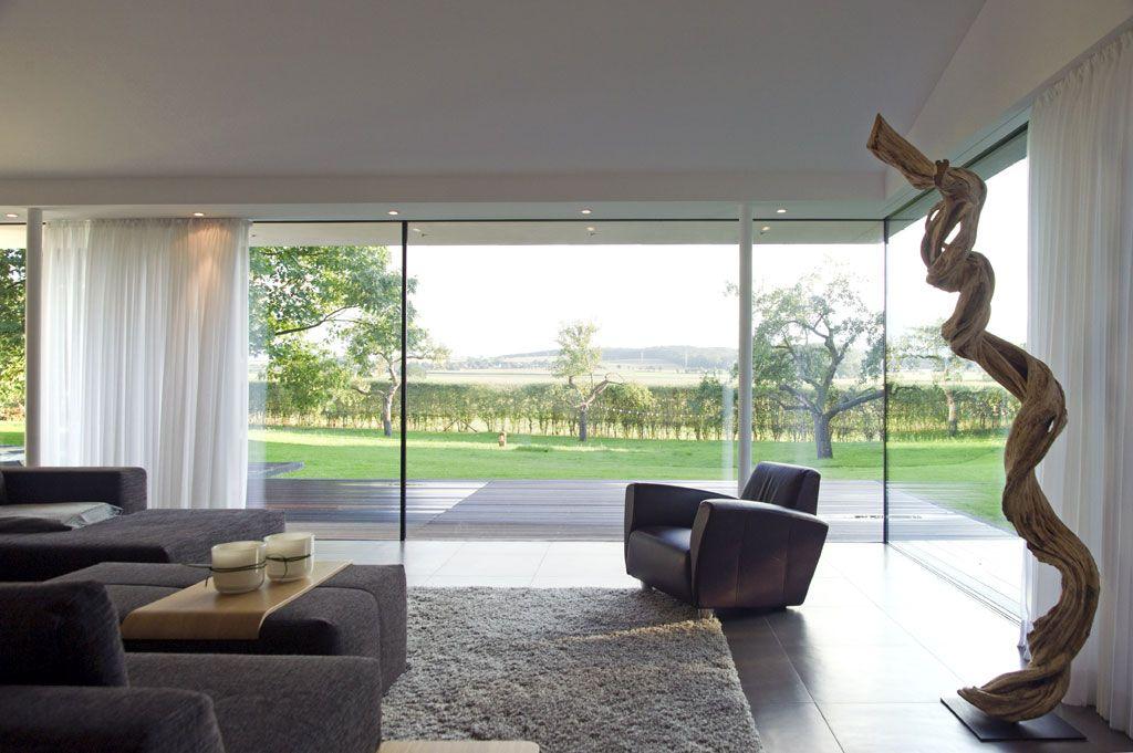 wohnzimmer: bodentiefe fenster öffnen das haus in den garten ... - Architekt Wohnzimmer