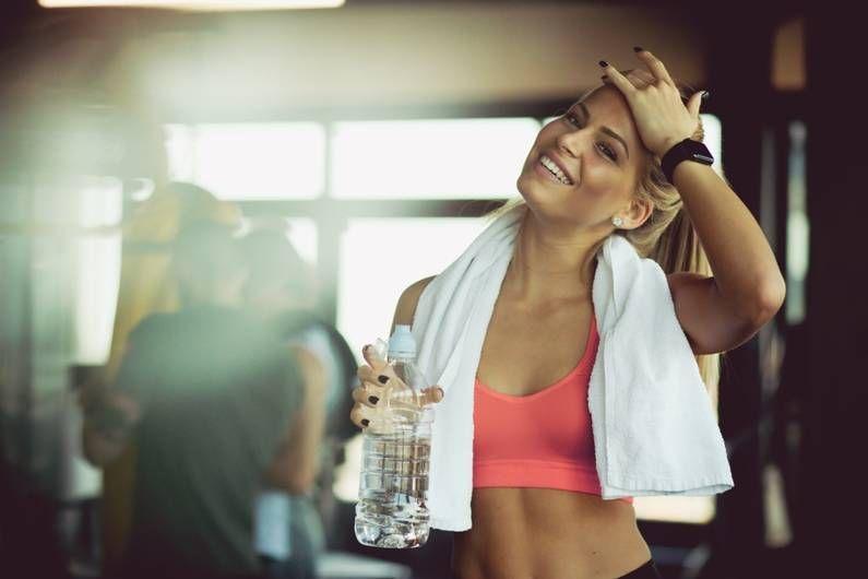 Wie bleibe ich trotz schweißtreibendem Training top gestylt und welche Pflegeprodukte tun meinem Körper nach dem Workout besonders gut? Wir haben für dich die besten Beauty-Produkte bei Amazon für Sportler und Sportlerinnen gecheckt und stellen dir unsere 15 Favoriten vor.