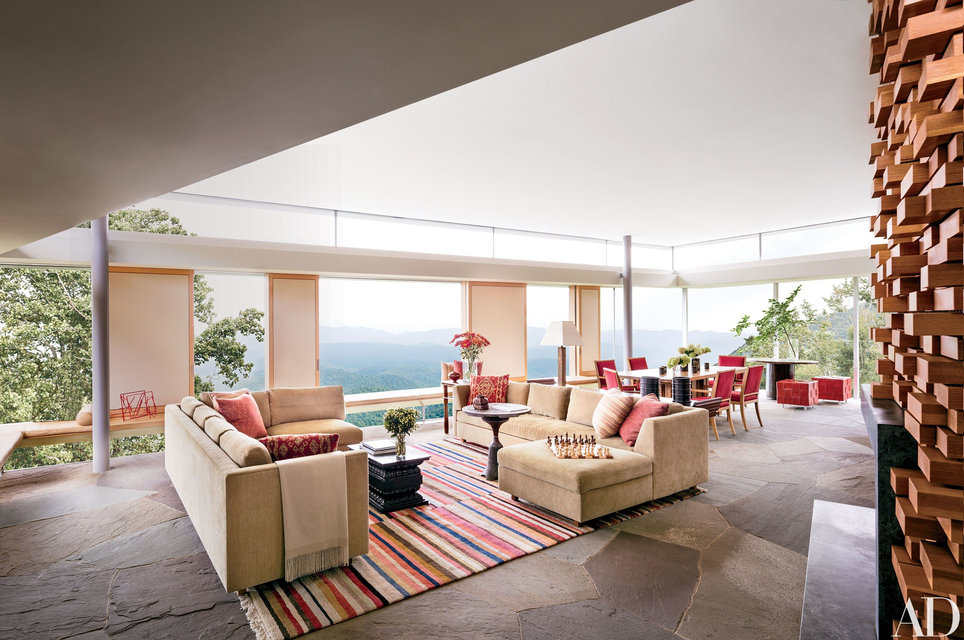 A North Carolina Residence Becomes An Architectural Showpiece. Living Room  ...