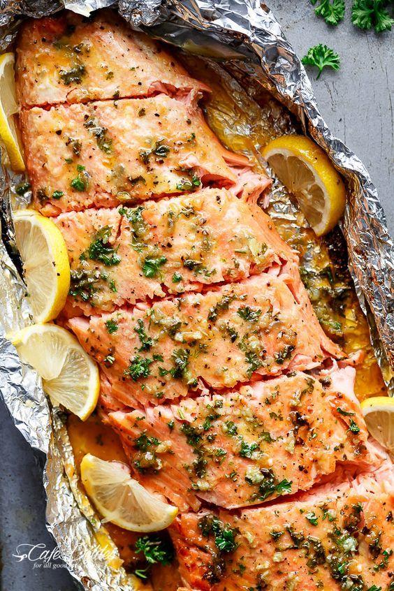 Honey Garlic Butter Salmon In Foil In Under 20 Minutes Then Broiled Or Grilled For That Extra Golden Recetas De Comida Recetas Vegetarianas Comida Saludable