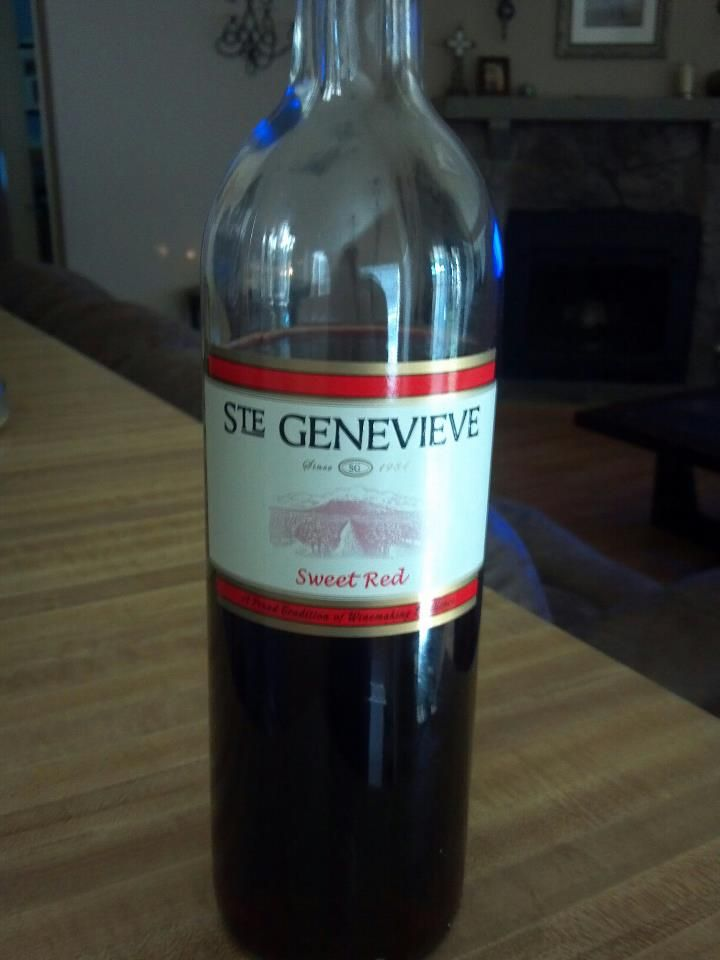 A Sweet Red Wine With A Pleasant Taste An Even Better Price Scored This At Kroger For 3 89 Heb Also Carries This Loca Sweet Red Wines Wine Bottle Red Wine