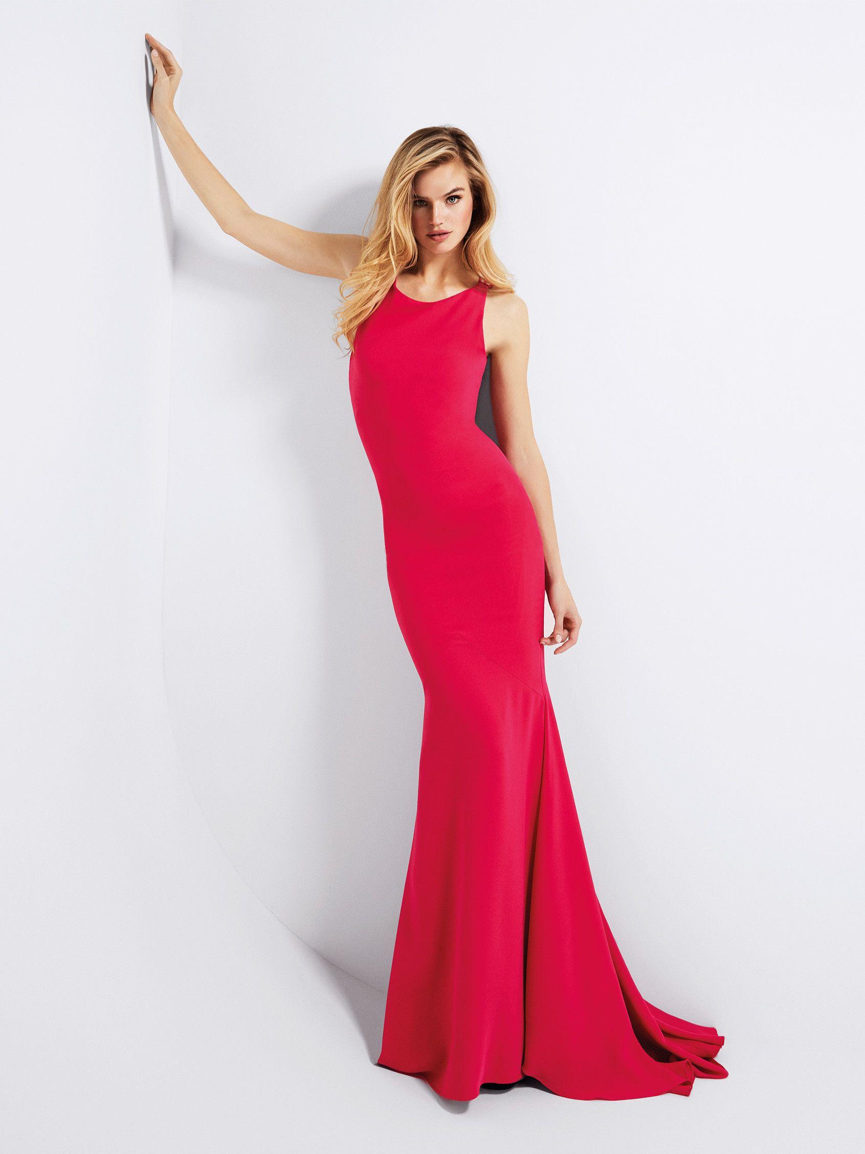 Gerardina: Sexy Kleid mit schlichter Linienführung und ...