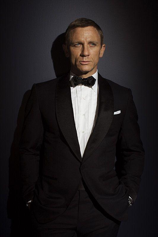 Daniel Craig..I love a man in a suit ;)