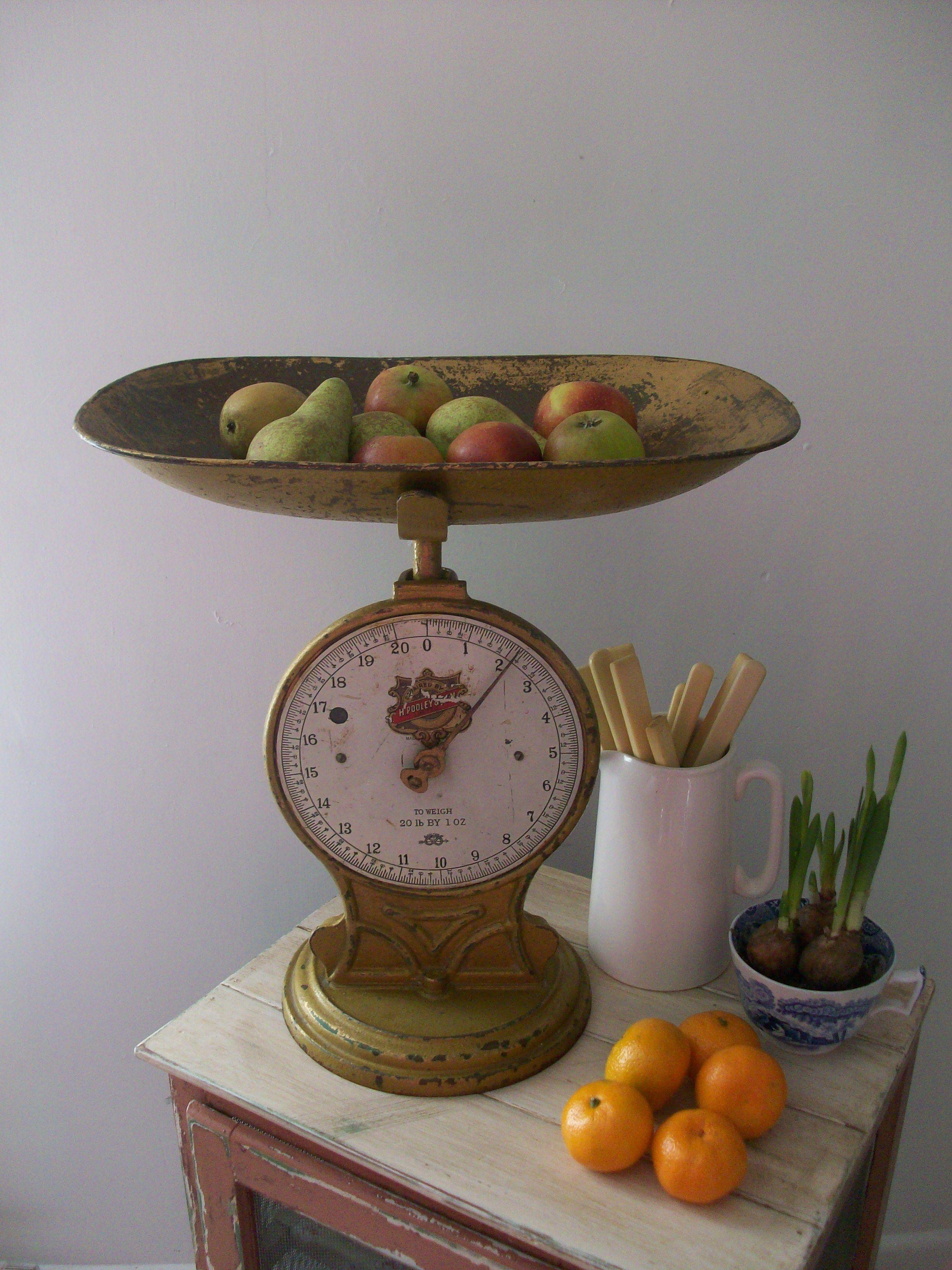 Vintage farmhouse vignette deco antique scales for Dulce hogar villalba