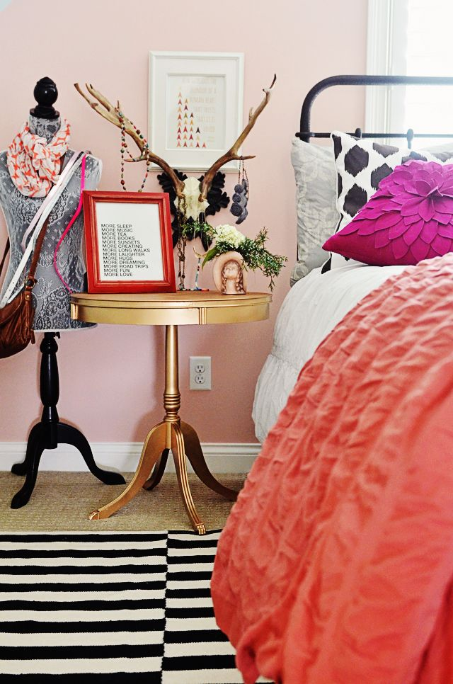 Side table spray painted GOLD and antler jewelry hanger! Perfect for this tween girl's room. {via lifeingrace}