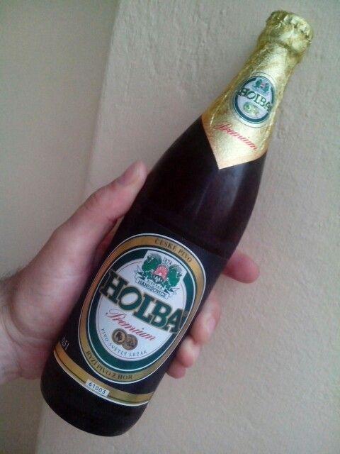 Holba Premium - pivovar Hanušovice. Ryzí pivo z hor. Světlý ležák z vody z podzemnich krasových útvarů. 5,2%. Voda, ječné slady, chmelové produkty, kyselina askorbo á (antioxidant).