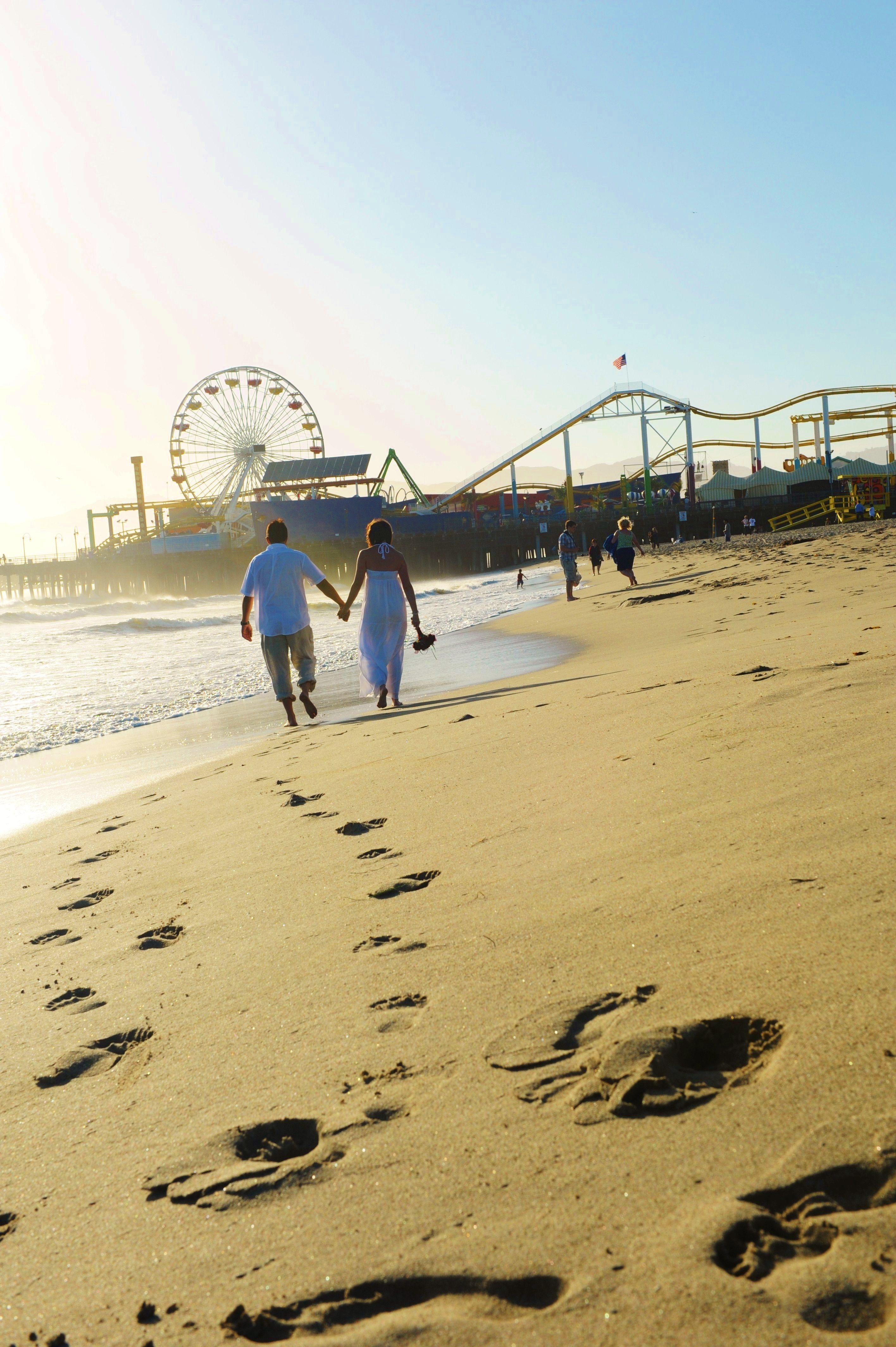 Elopement On Santa Monica Beach Near The Santa Monica Beach Pier Los Angeles Beach Weddi Los Angeles Beach Wedding Santa Monica Beach Pier Los Angeles Beaches