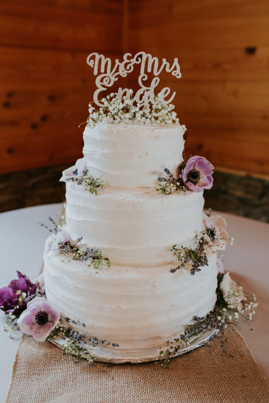 Rustic Wedding Cakes Weddingcake In 2020 Wedding Cake Rustic