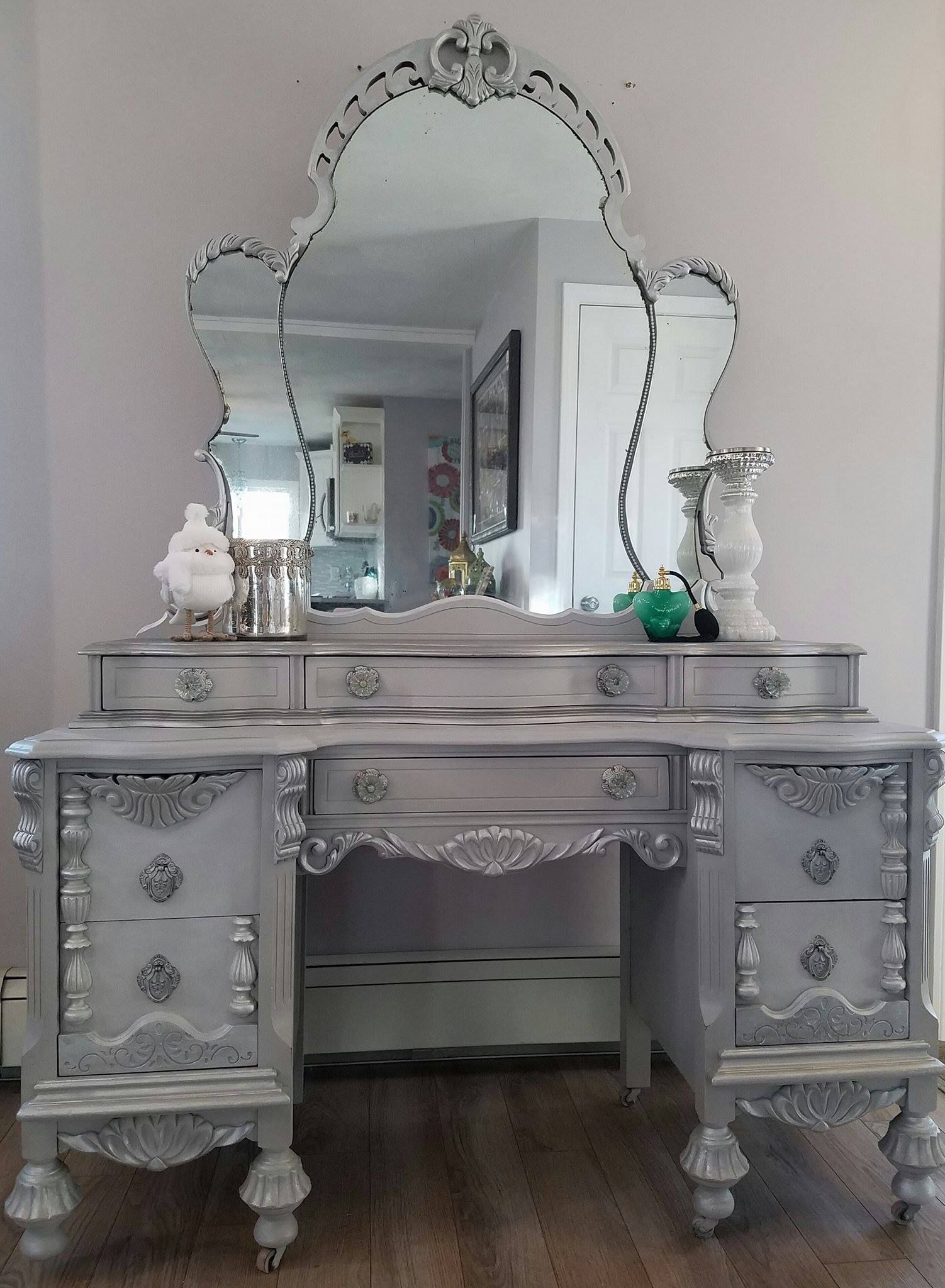 This Amazing 1932 S Vintage Vanity Amp Mirror Were Requested To Coordinate With The Jacobian Bu