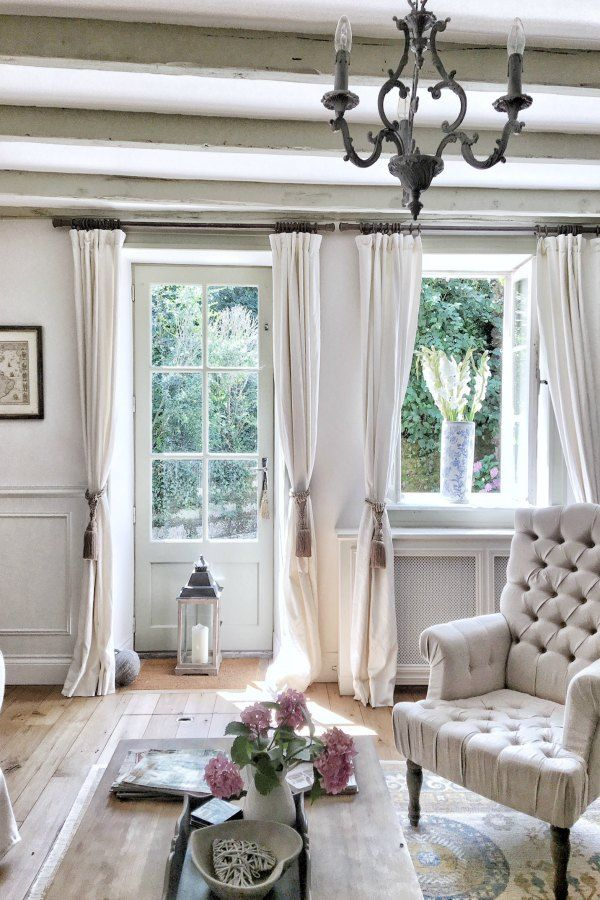 French Design Living Room: Beautiful French Farmhouse Design Inspiration!