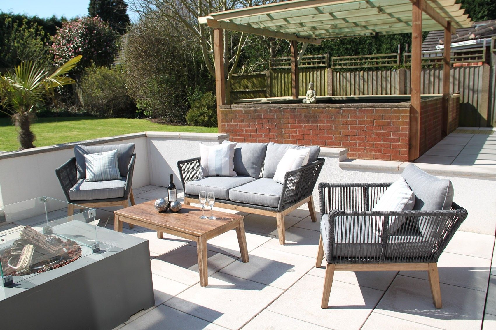 P The Canterbury Florida Rope 4pc Garden Sofa Set Offers A Beautiful Blend Of Contemporary And Retro Designs Garden Sofa Set Garden Sofa Furniture Sofa Set