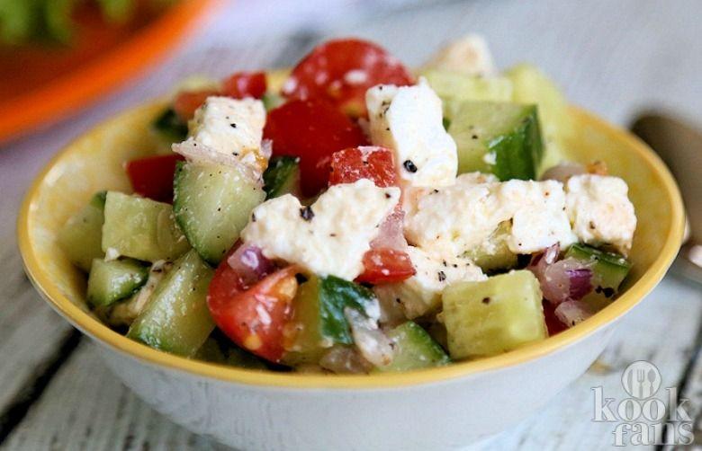 Heerlijk en verfrissend: tomaten-komkommersalade met feta