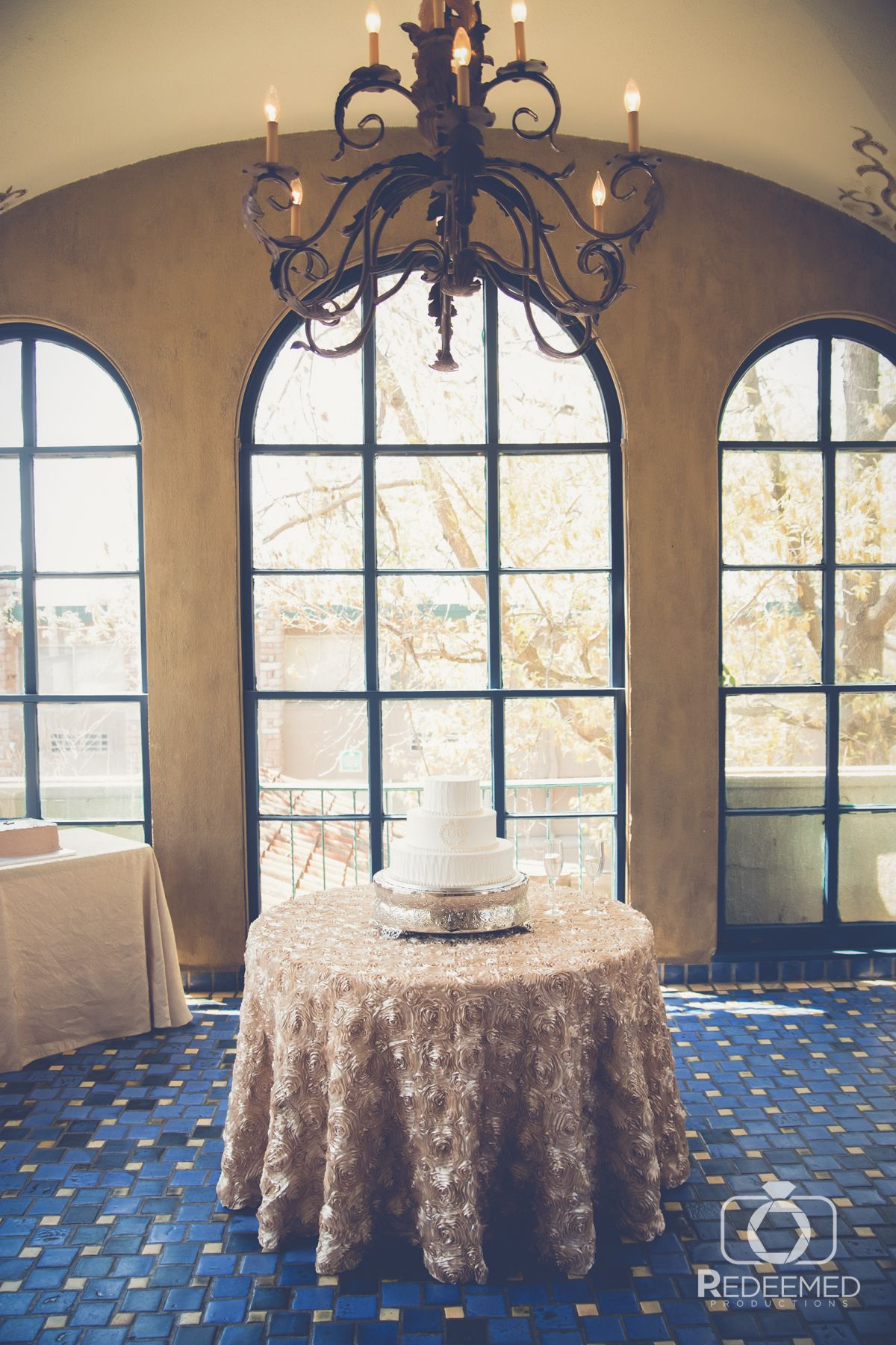 1920s Chic Wedding At Dresser Mansion In Tulsa Oklahoma Tablescapes Centerpieces Pinterest And Bells
