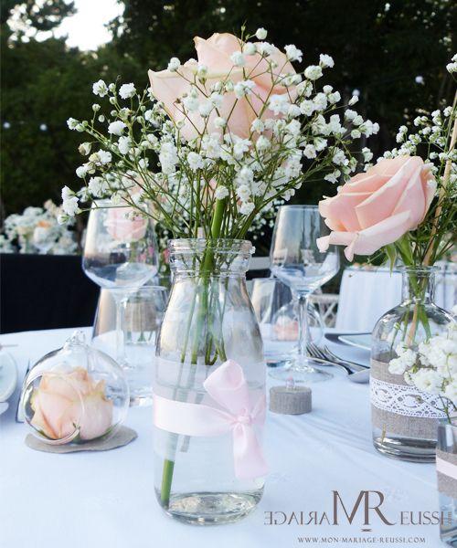 mini bouteille de lait en verre organza blanc et ruban de satin rose roses et gypsophile