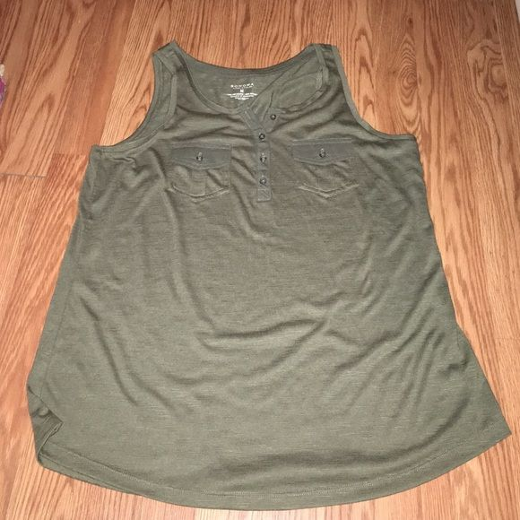 Tank Top Trendy green tank - perfect condition - pair with white jeans or some skinny jeans and some wedges for the perfect outfit Sonoma Tops Tank Tops