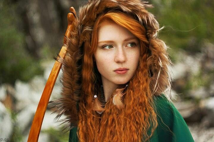 Celtic maiden. I'm in love with that hair . . . Beauté