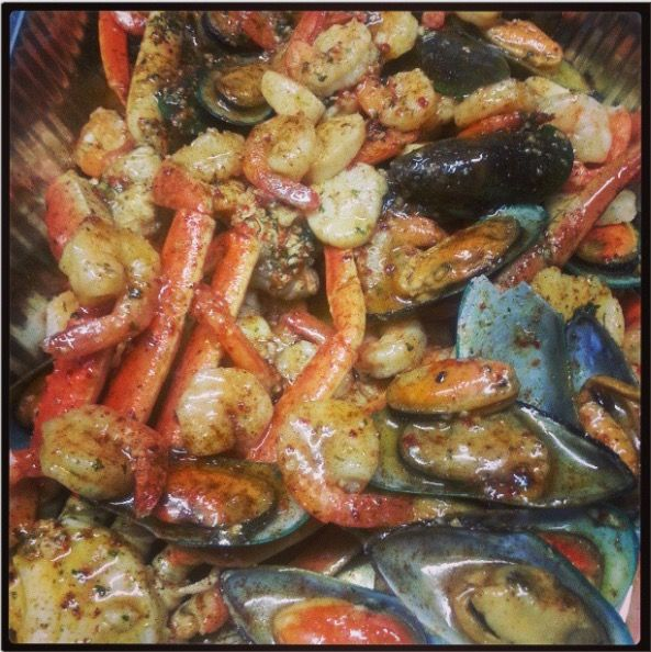 Alaskan snow crab legs, Shell mussels, Scallops, Shrimp