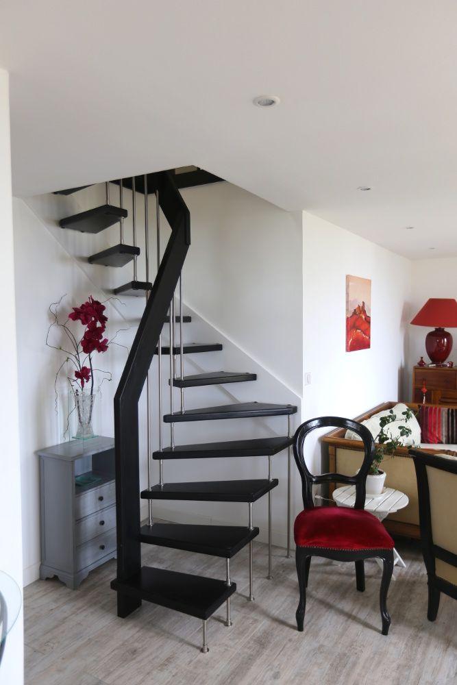 escalier en bois teint noir avec garde corps d 39 tage en verre plus d 39 informations sur www. Black Bedroom Furniture Sets. Home Design Ideas