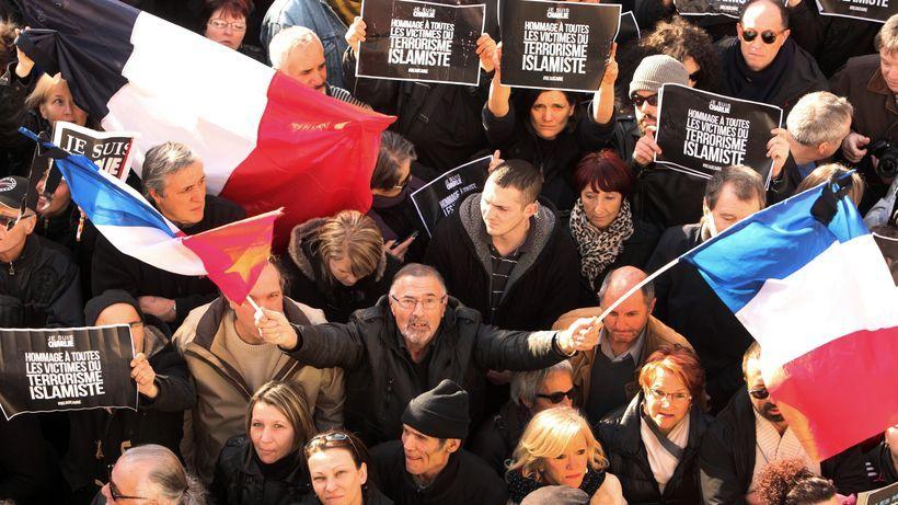 Frankreichs Konservative widerstehen Le Pen Gute Nachrichten aus Paris: Frankreichs Konservative schließen sich den Frexit-Forderungen Le Pens nicht an. Die Frage ist, wie lange die Einigkeit nach dem Brexit hält. Von Georg Blume, Paris