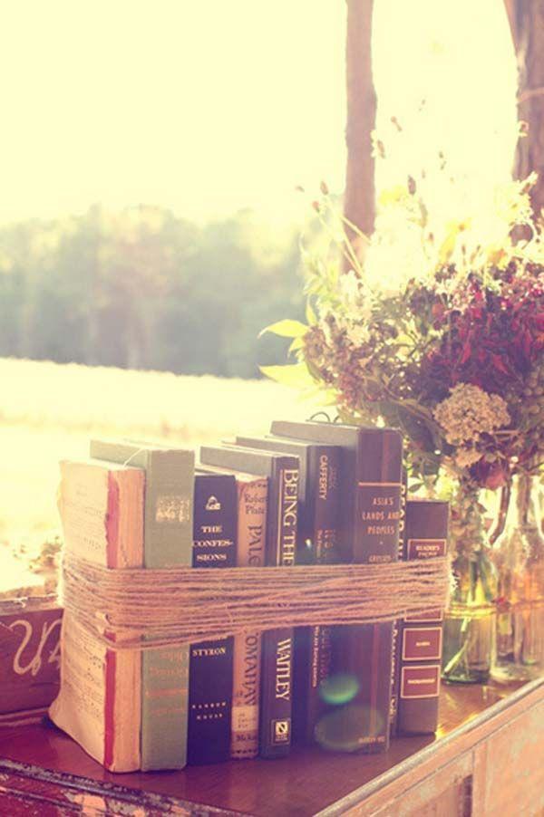 Cum sa iti decorezi casa folosind carti  Amenajari interioare is part of Mantle decor Books - Daca iubesti sa citesti si, implicit, iubesti cartile, iti oferim o serie de idei de decoratiuni folosind carti  Vedem cum sa iti decorezi casa in articol