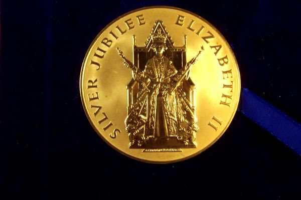 Rare Queen Elizabeth Ii Gold Coin 4