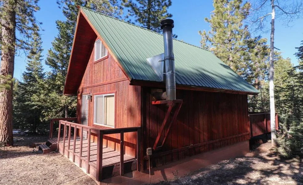 696 Sq Ft Small Cabin For Sale In Utah 210 000 Tiny House Calling Cabins Utahcabins Tinyhouses Small Cabins For Sale Small Cabin Cabins For Sale