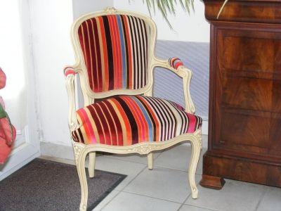 Cabriolet Louis Xv A Rayures Temoignage Sur Vous Avez Tapisse Une Chaise Ou Un Fauteuil De Facon Original Deco Appartement Tapisser Une Chaise Deco Maison
