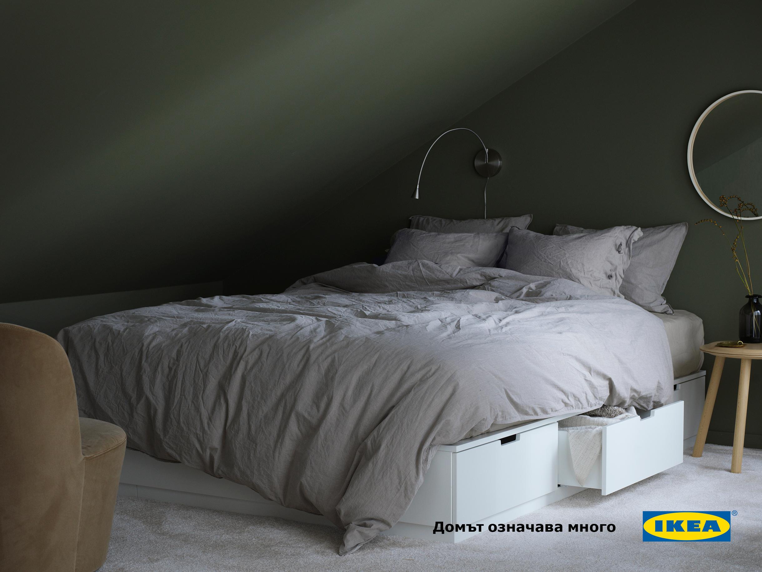 Km Veche Poznatata Seriya Nordli Dobavyame I Ramka Za Leglo S Plavno Otvaryashite Se Chekmedzheta Po 3 Ot Vsyaka Strana Ikea Bed Bed Frame With Storage Home Bedroom