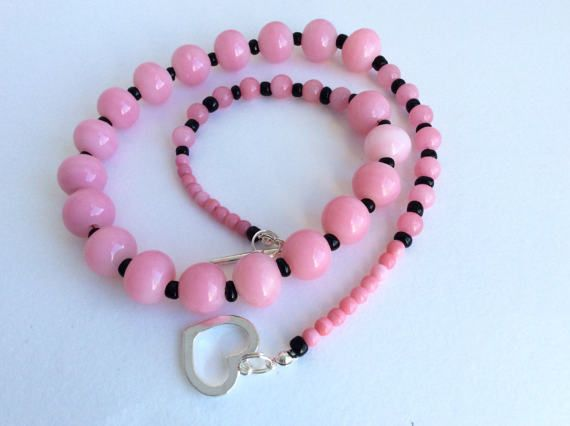 Hey, I found this really awesome Etsy listing at https://www.etsy.com/se-en/listing/503188236/pink-and-black-glass-vintage-bead