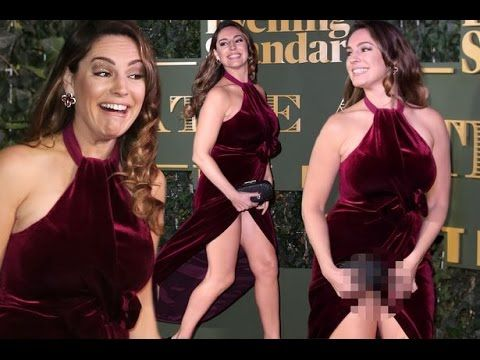 Kelly Brook suffers wardrobe malfunction at the Evening Standard Theatre Awards