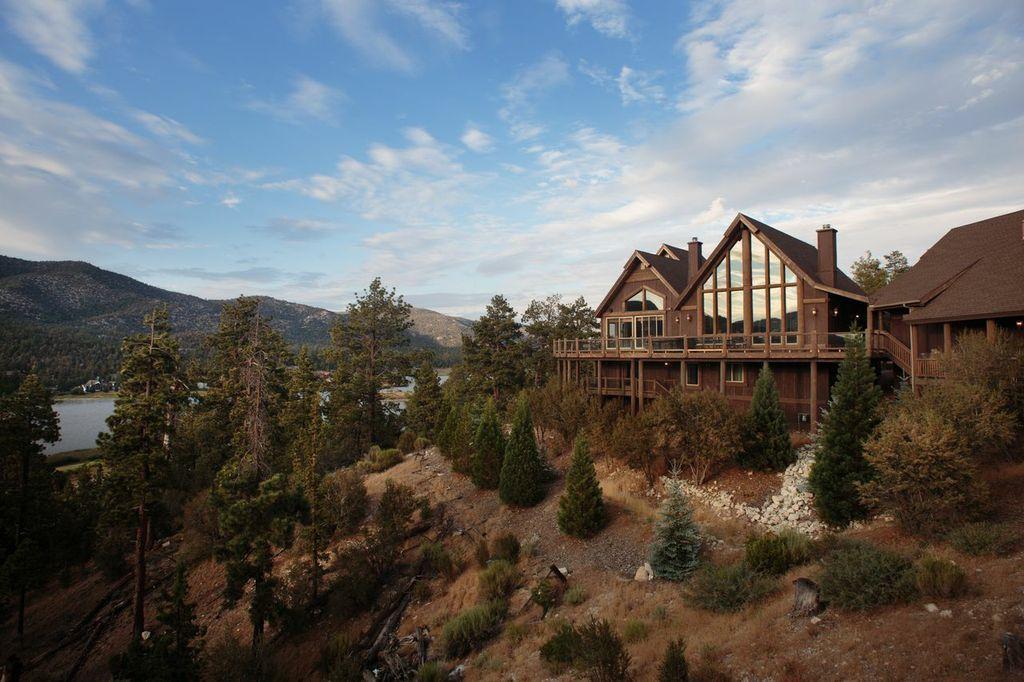 Beautiful cabin rental in Big Bear with lake and mountain