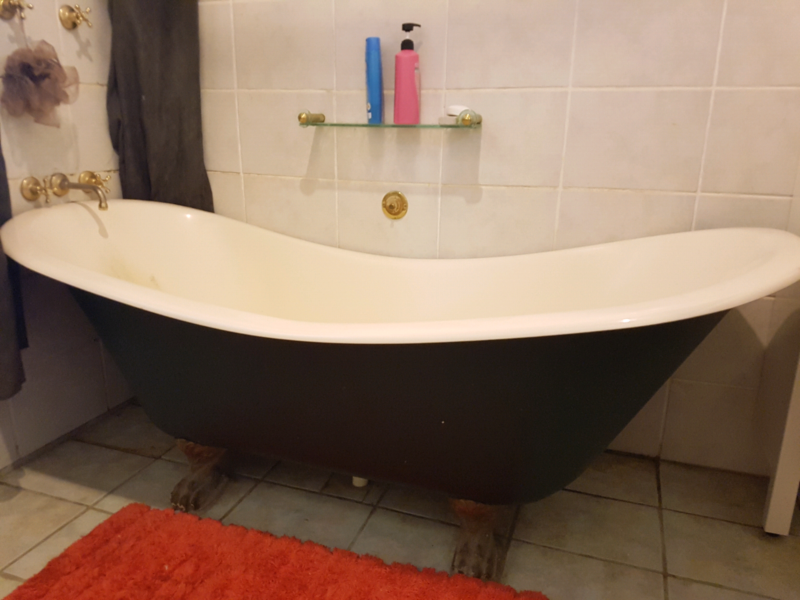 Fibreglass claw foot bath tub | Building Materials | Gumtree ...