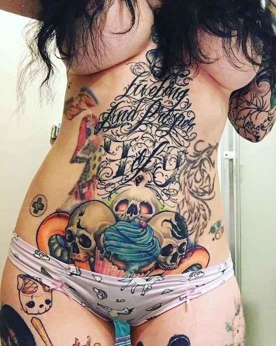 Частное фото тату у девушек на
