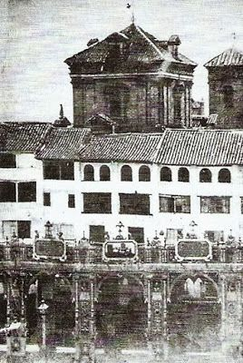 Iglesia de la magdalena calle mesones vista desde la plaza bibarrambla granada antigua plaza - Parking plaza puerta real en granada ...