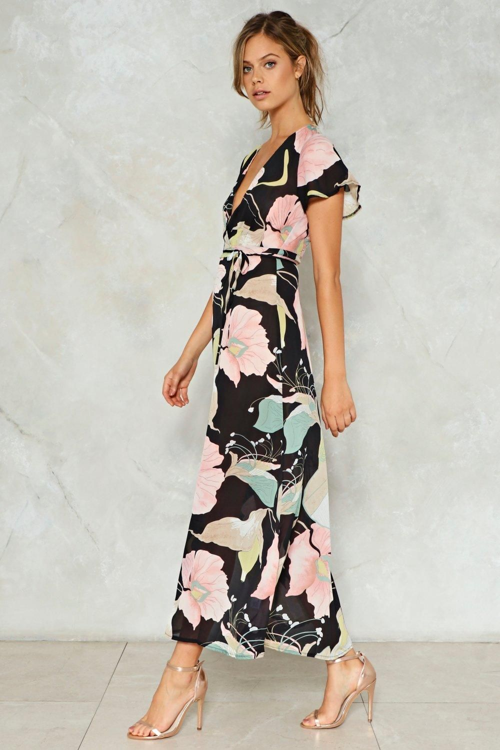 59eac0e6580 Get in the city mentality. This dress features a maxi silhouette