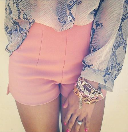 snake print top and peach high waist shorts // dreamy