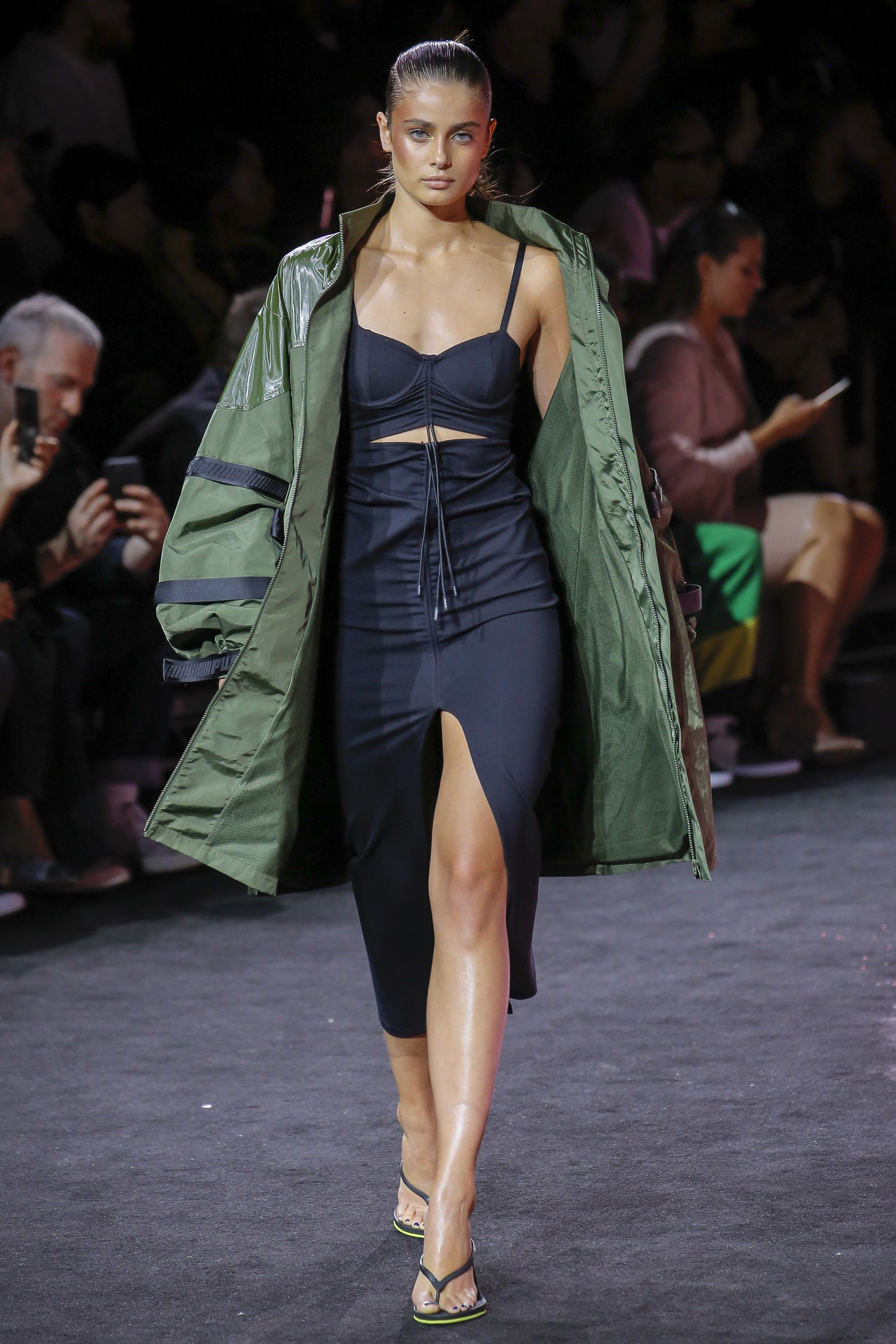 a8fa34c0cc816 See the complete Fenty x Puma Spring 2018 Ready-to-Wear collection.