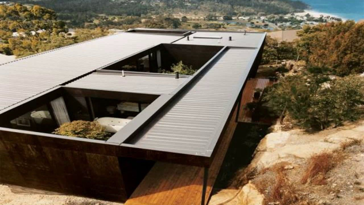 Shipping container house with courtyard Shipping container