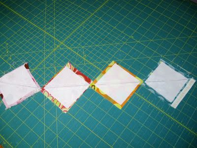 Happy Quilting: TNT Thursday - The lazy scrap HST