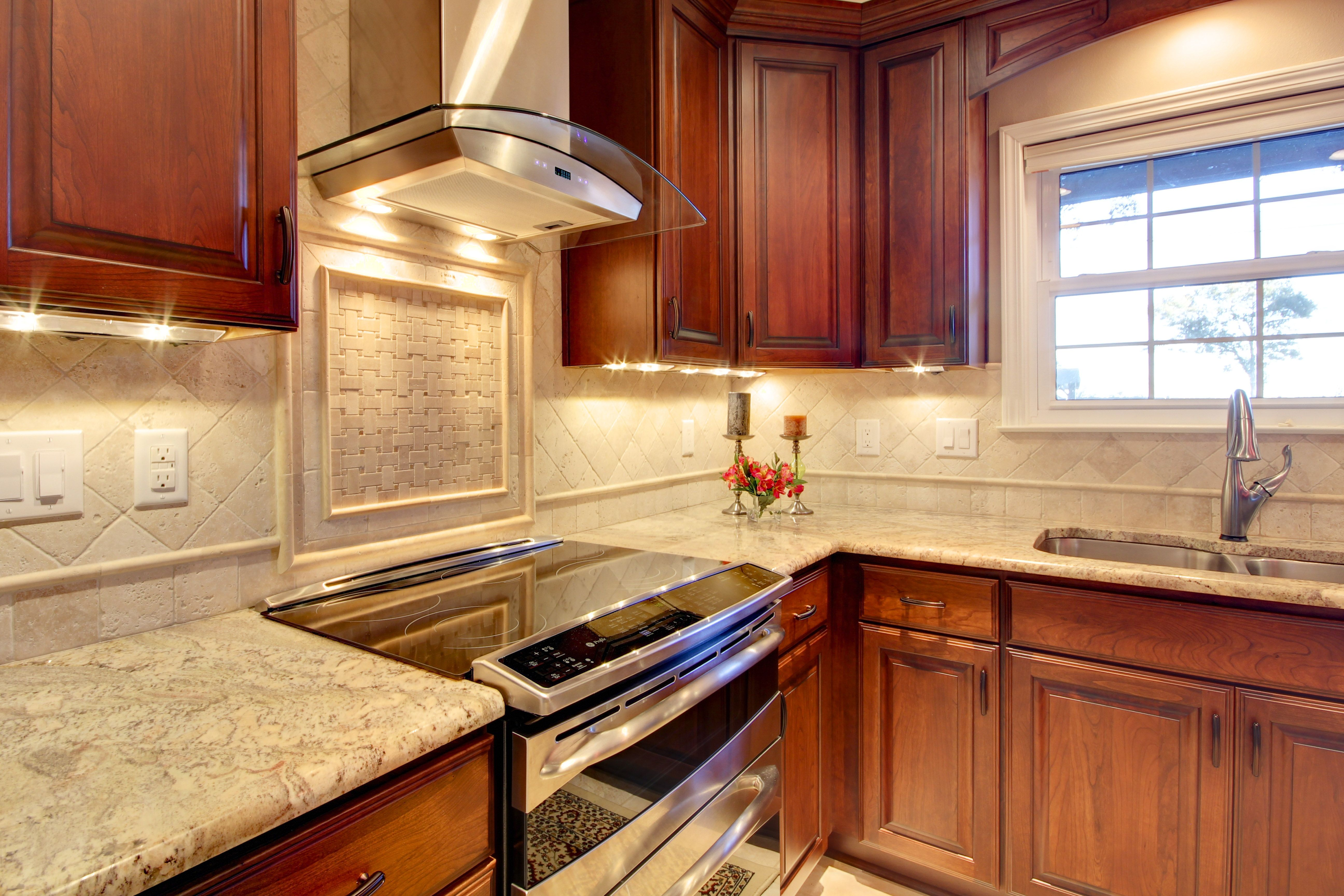 A Kitchen Remodel In Pensacola Florida Was Designed In A Traditional Style Kitchen Designer S Trendy Kitchen Backsplash Brown Cabinets Brown Kitchen Cabinets