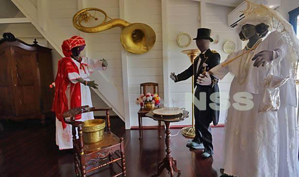 Het Koto Museum bevindt zich in de Prinsessestraat 43, Paramaribo, Suriname. De deuren van het Koto Museum zijn door de week tussen 10.00 en 17.00 uur geopend. In het weekend op afspraak. Het museum draagt ook wel de naam ´A Gudo Oso' en herbergt vele Surinaamse schatten zoals de was'uma, triki'isri op houtskool, dyarusu sturu. Klik foto voor meer info.