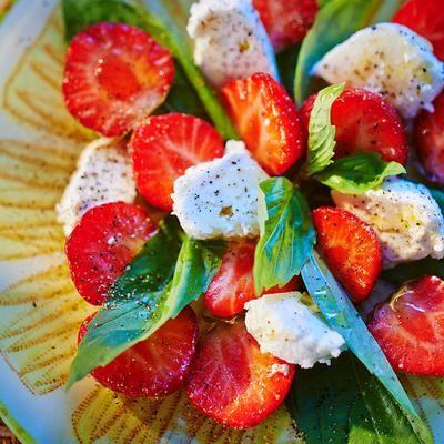 la nouvelle tomate mozza: fraise-feta!