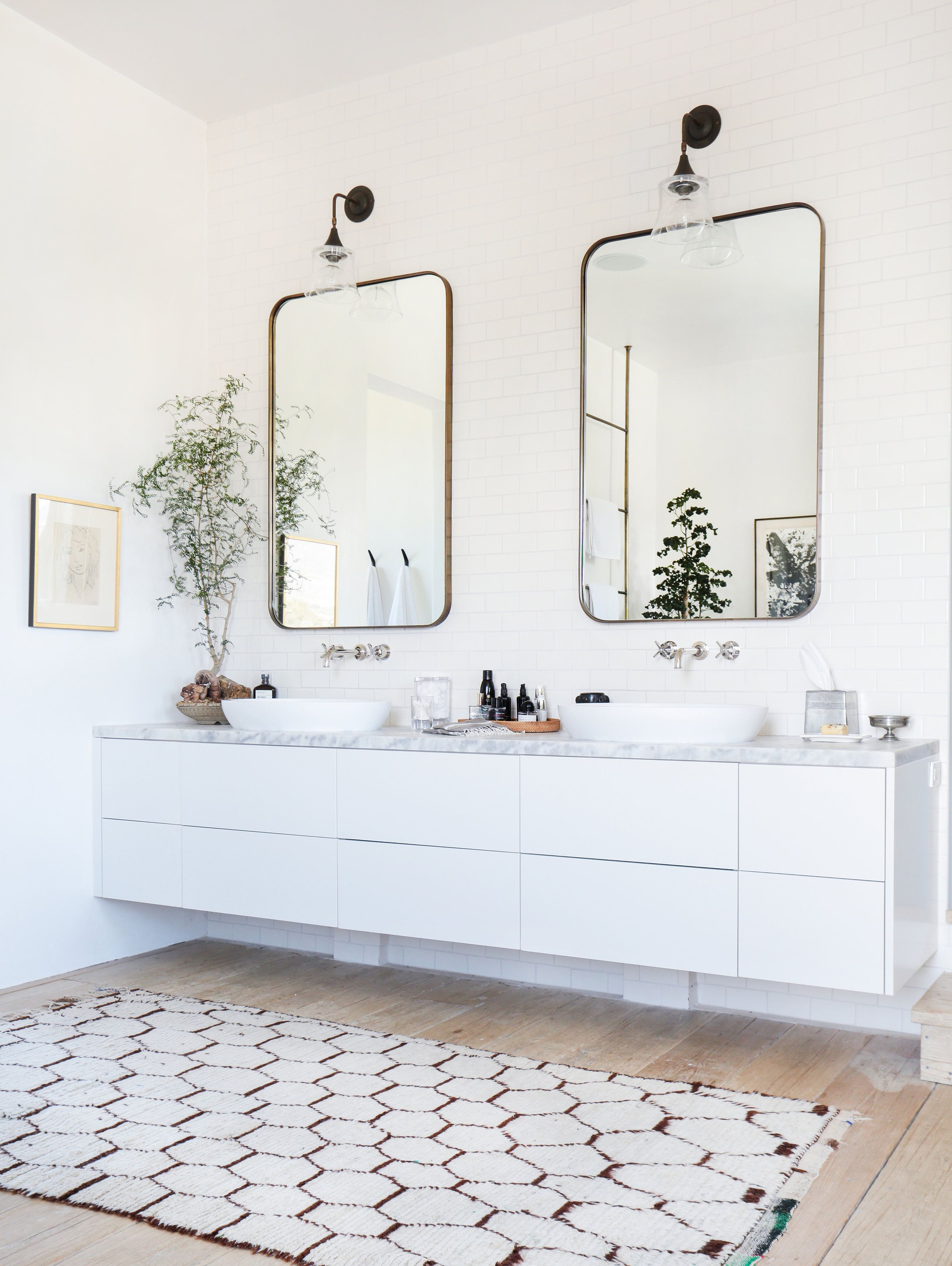 A Malibu Home Gets a Tuscan-Inspired Makeover | Bath, Outdoor living ...