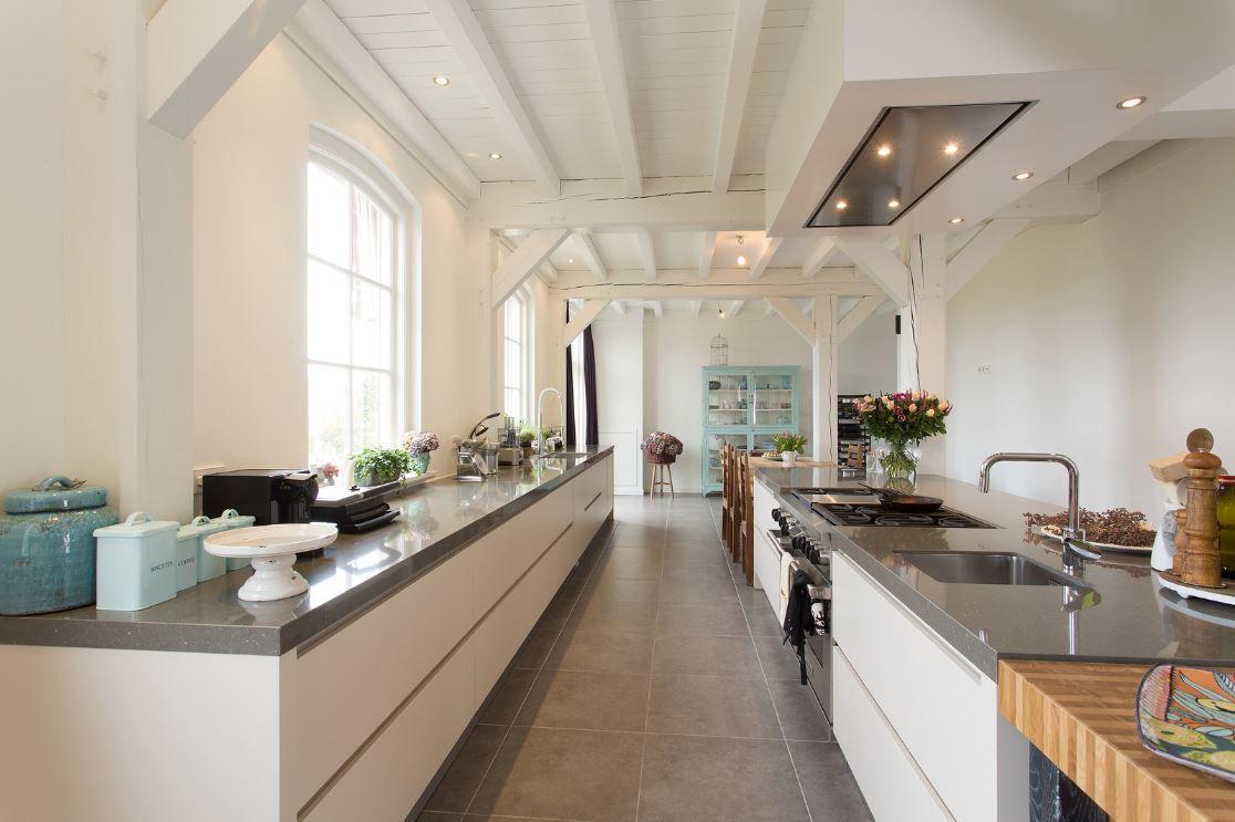 Idee-voor-keukeninrichting-spoelbak-onder-het-raam-fornuis-keuken ...