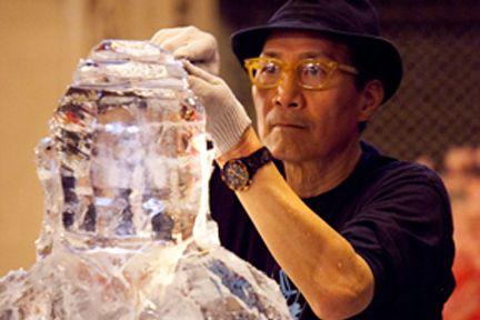 Okamoto Studio demonstrated their ice sculpting at the Japan Week